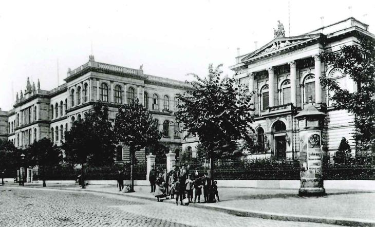 Historical Picture of RWTH Aachen Main Building